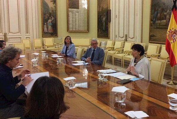 Isabel Celaá se reúne con Fernando Simon